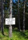 """Il cartello dice: """"linea del fronte a 400 metri, scendere e combattere"""".. c'era poco da scherzare"""