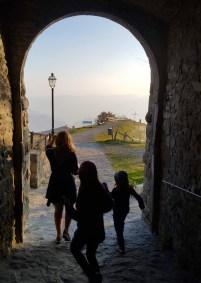 Attraverso il porticato di San Pellegrino in Alpe
