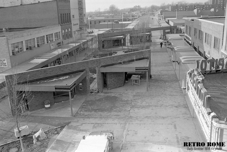 111976_mall_construction_12-1000