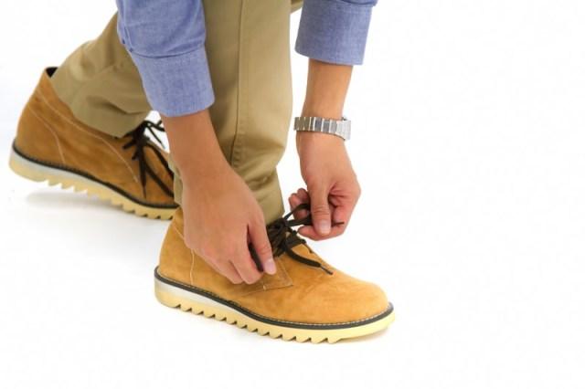 靴紐を締める