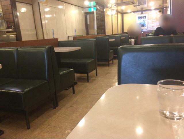 新宿駅西口 純喫茶ピース 店内