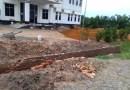 Pembuatan Pagar dan Tanah Timbun Kantor DLH Curi Start, Tanpa Plang Proyek