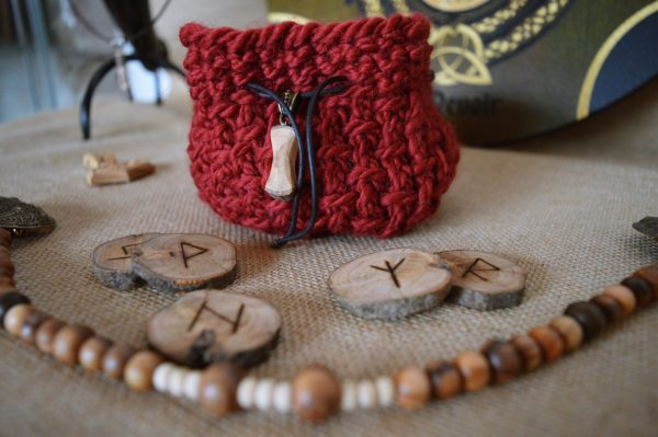 Jeu runes futhark olivier grenat ©sentulia (2)