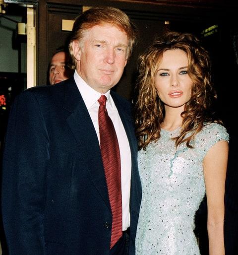 Senggol Donald Trump, Melania Selamatkan Wajah Donald di Mata Dunia
