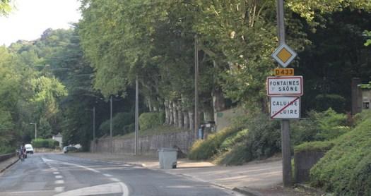 panneau de localisation de l'entrée et de la sortie d'une agglomération