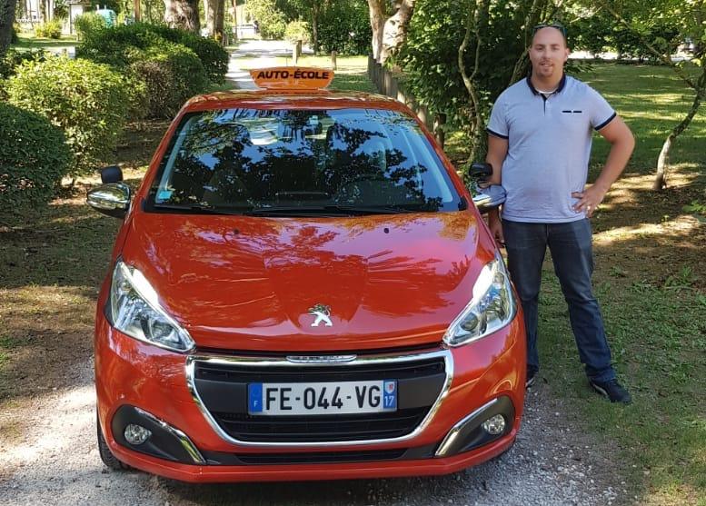 Entrevue avec Julien, enseignant de la conduite à Rochefort