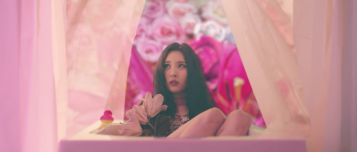 "Sunmi Brings Stylish Irreverence for ""Gashina"""