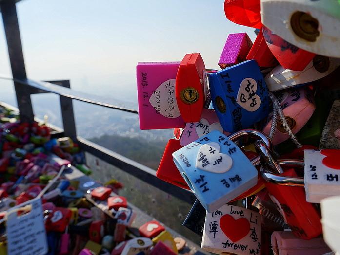 N Seoul Tower, Love locks
