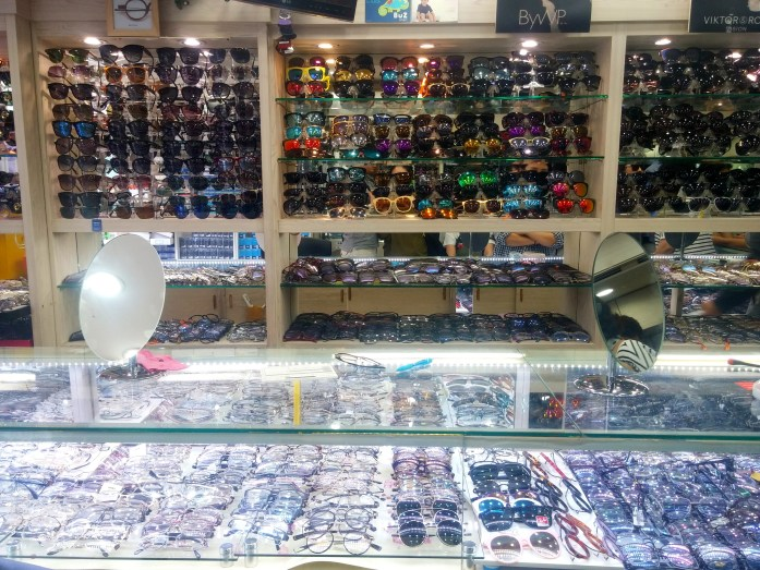 1_Buying Glasses_1