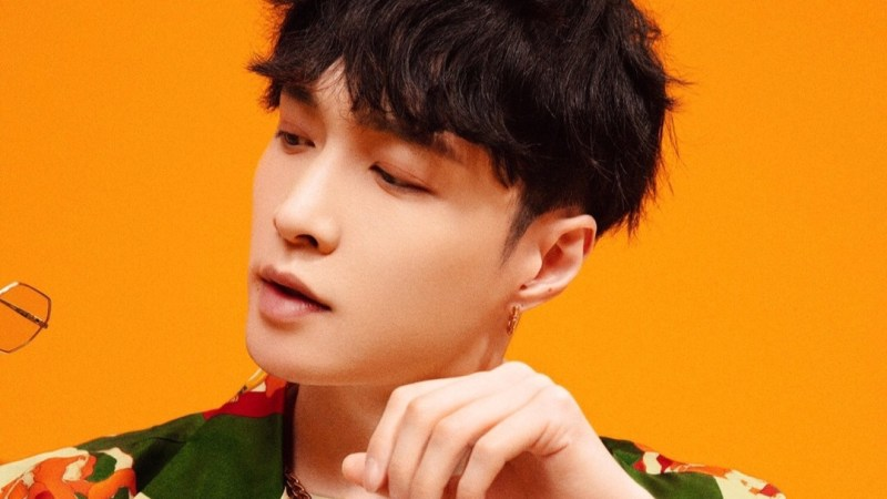 """A Look Into: Lay Zhang Reveals His Fiery Side In His Album """"LIT"""""""