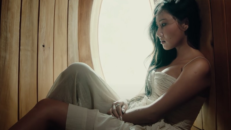 """Hwasa Bares Her Soul In A Spellbinding """"LMM"""" Music Video"""