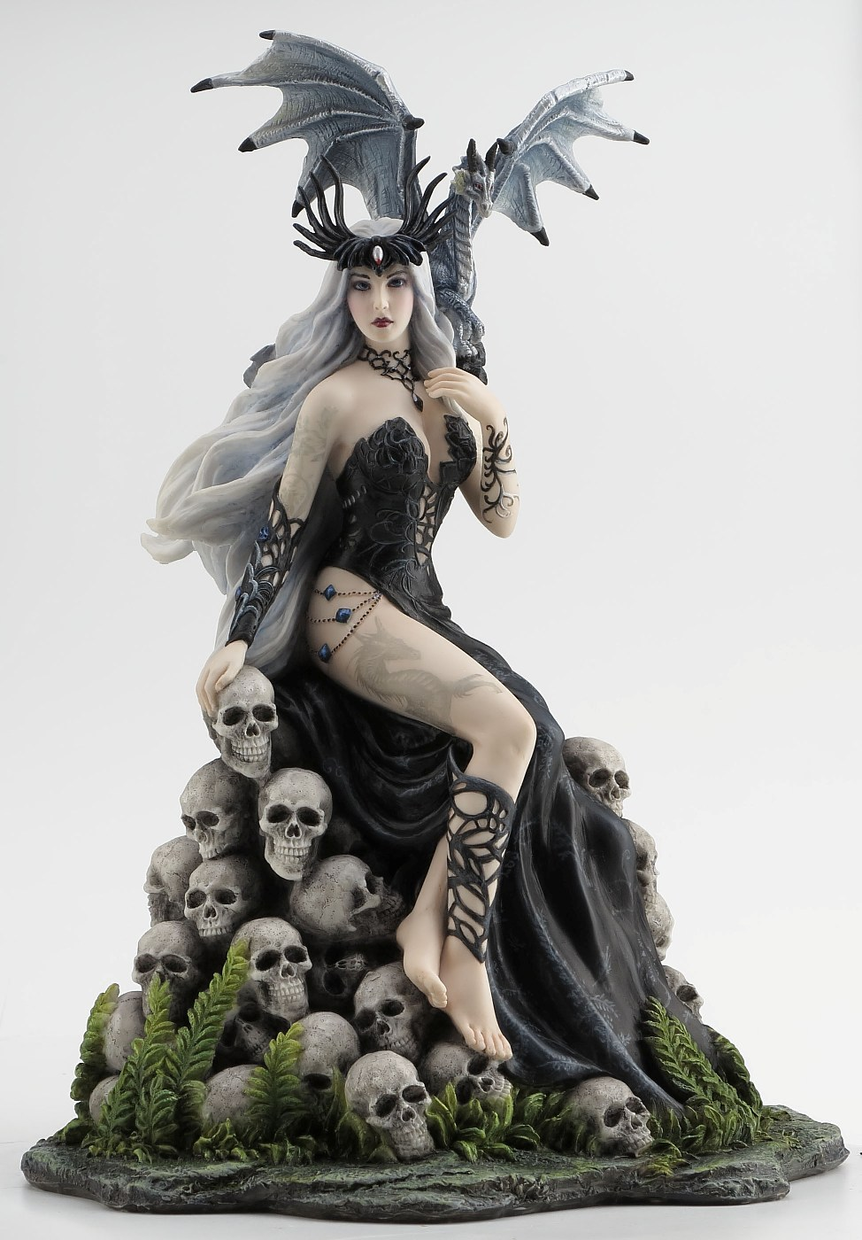 Mad Queen Figurine With Dragon By Nene Thomas Realm Of