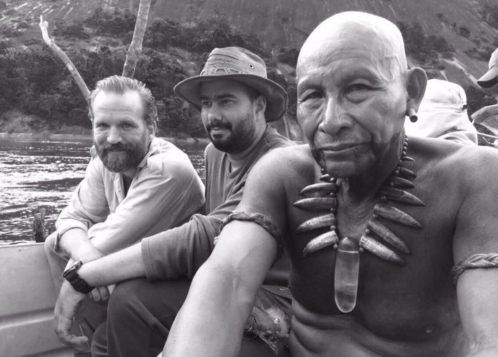 Brionne Davis, Ciro Guerra et Antonio Bolivar dans le film L'Étreinte du Serpent