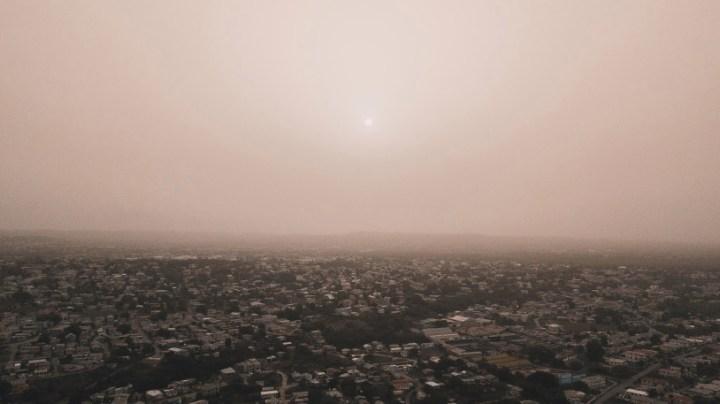 Photo du nuage de sable saharien à la Barbade le 22 juin 2020.