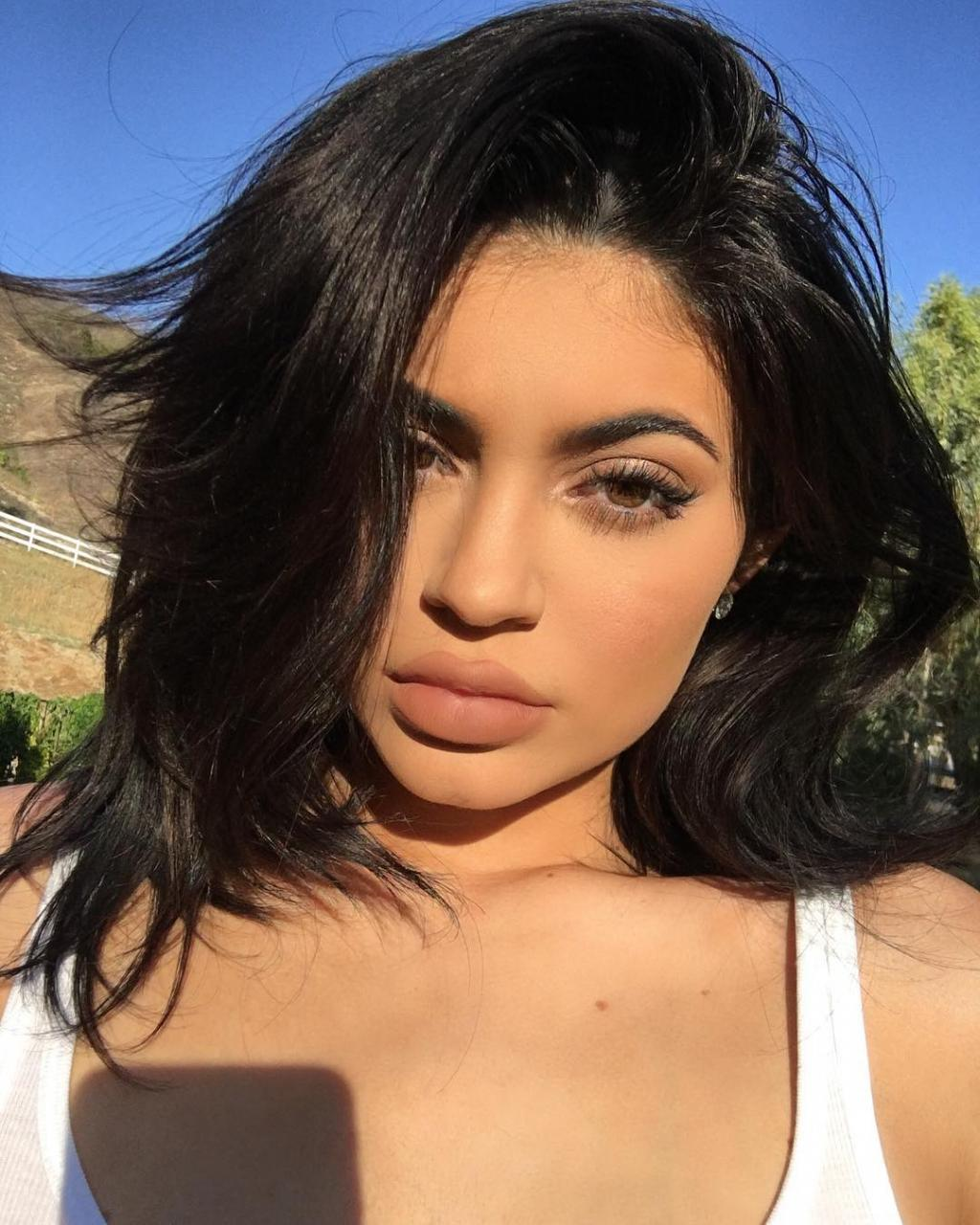 Kylie Jenner Puts N!pples On Display To Promote New Lip Kit -PHOTO!