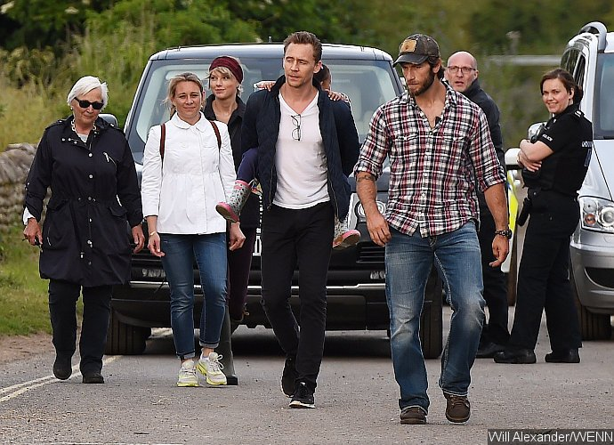 Tom Hiddleston's Family Join Him And Taylor Swift At The Beach