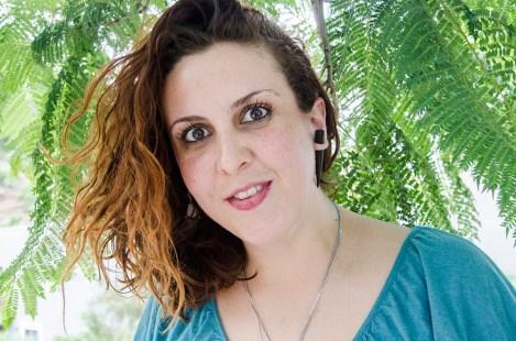 Jimena Guadalupe Adelita Vio Salinas, vive en el Distrito Federal de México. Es activista, estudia Trabajo Social y Gestión Ambiental