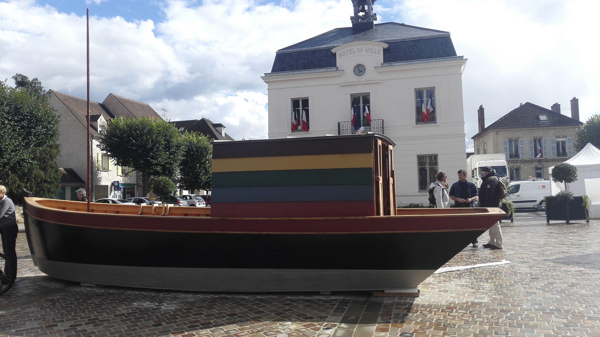 on distingue  bien les couleurs très particulières fidèles à la documentation retrouvée du bateau