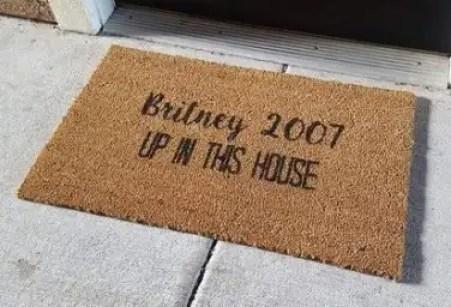 britney-2007-in-this-house-doormat-ten-cute-and-sassy-doormat-ideas