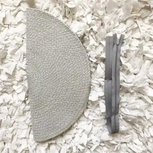 placemat-folded-next-to-zipper-fashion-clutch-diy