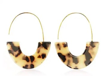 tortoise-dangle-earrings-perfect-for-the-holidays