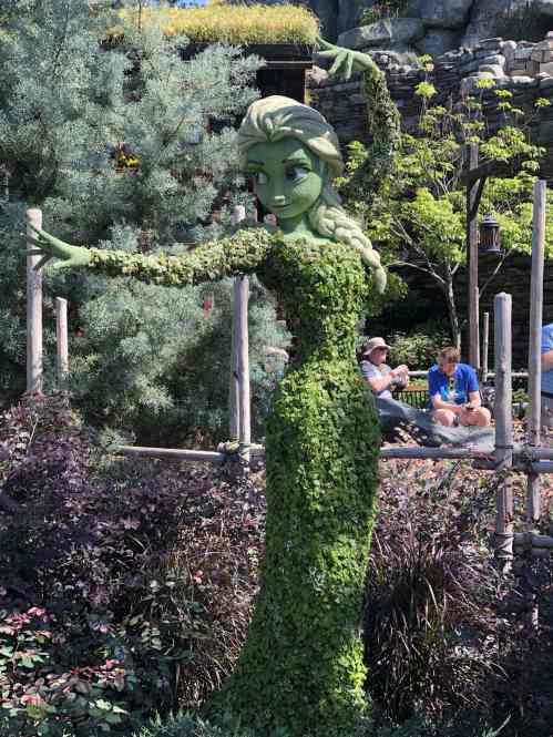 elsa-frozen-topiary-flower-and-garden-festival-disney-min
