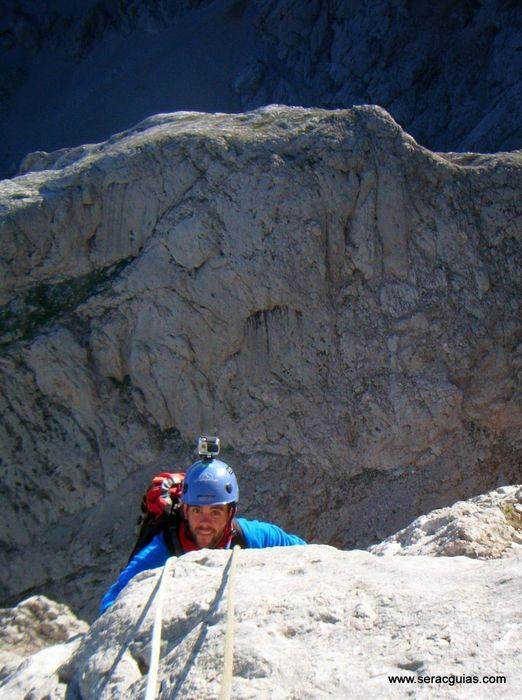 escalada 6 cara norte Naranjo Picos de Europa SERAC COMPAÑÍA DE GUÍAS