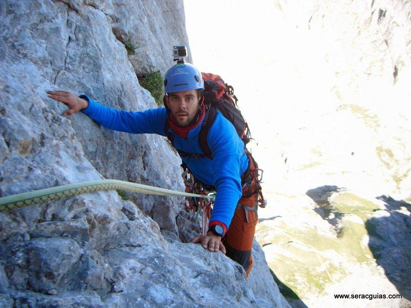 escalada 9 cara norte Naranjo Picos de Europa SERAC COMPAÑÍA DE GUÍAS