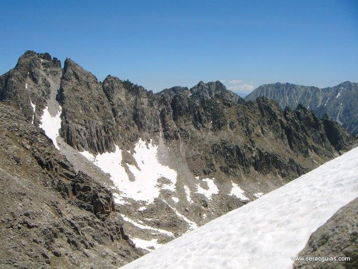 Cresta Amitges Saboredo Sageta Aiguestortes Pirineo 11 SERAC COMPAÑÍA DE GUÍAS