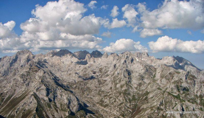 Tres macizos Picos de Europa 1 SERAC COMPAÑÍA DE GUÍAS