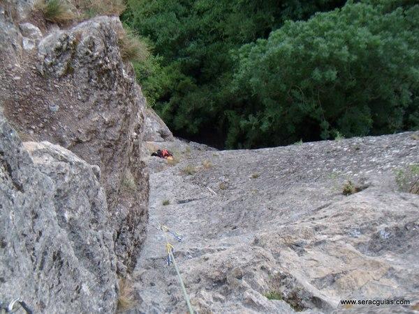 Diedro Hoz Jaca 3 Valle Tena Pirineo SERAC COMPAÑÍA DE GUÍAS