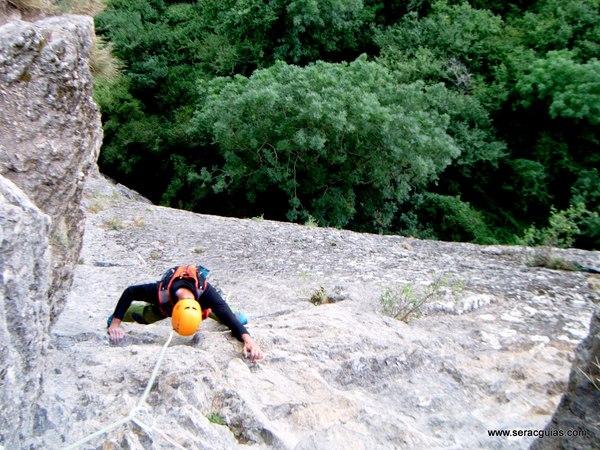 Diedro Hoz Jaca 5 Valle Tena Pirineo SERAC COMPAÑÍA DE GUÍAS