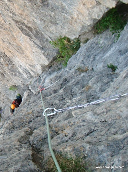 Diedro Hoz Jaca 6 Valle Tena Pirineo SERAC COMPAÑÍA DE GUÍAS