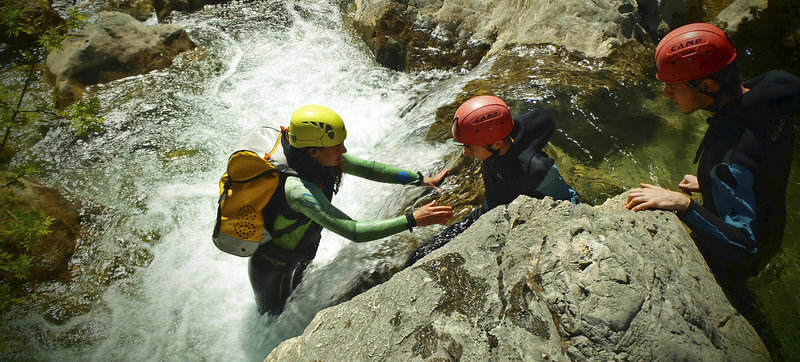 iniciacion descenso barrancos 2 SERAC COMPAÑÍA DE GUÍAS