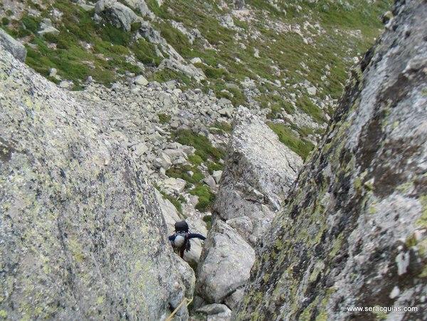 escalada Mogoteras Peñotillo Guadarrama 1 SERAC COMPAÑÍA DE GUÍAS