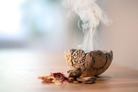 Sahumar - Fire Bowl Shell Smoke Herbs Resins  - asundermeier / Pixabay