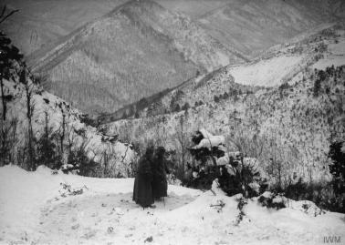 Краљ Петар Први у планинама Албаније током повлачења ка Јадранском мору, децембар 1915.