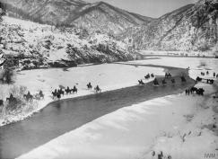 Српски коњаници прелазе Црни Дрим у Албанији (1915)