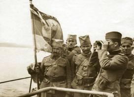 """Немачки цар затражио од свог генерала Аугуста Мацкенсена победника Источног фронта да му донесе барем једну Српску заставу. Одговор је био да је нема. Од педесет једне заставе са којима се ратовало од 1912. до 1918. године у депоима Војног музеја у Београду чува се 47 војних барјака.Три су нестала у биткама када су их, вероватно у жељи да не падну непријатељу у руке, заставници сакрили или уништили. Четврта, застава славног Гвозденог пука, односно Другог пешадијског пука """"Књаз Михаило"""" првог позива Моравске дивизије била је погребни покров на сахрани краља Петра Првог Карађорђевића и са њим је сахрањена."""