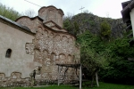 Манастир се налази на обали Витовнице, на излазу из њене клисурe Скоп, између Фаце, Урлаје и Суморовца. До данас нису сачувани докази који би нам указали на време изградње манастира, али несумњиво је он, после Тршке цркве, најстарији у Браничевском округу. Двојезични натпис (на старосрбском и јерменском) на камену узиданом у северни зид, говори о цркви светих апостола Петра и Јакова, коју је 1218 године подигао Владо, син Бабугов.