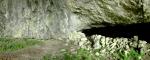 Зид су направили људи, у време турске окупације, јер је пећина користила за збег. Камени зид је спречавао да стока изађе напоље