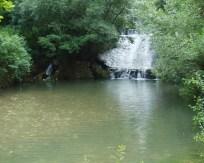 Водопад и језерце