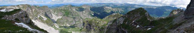 само део панораме са врха Ластве
