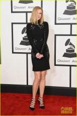 Nicole Kidman já se ligou que é melhor esconder o rosto depois de tanta make cagada