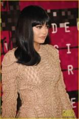 Kylie Jenner cansou do cabelo de sereia e copiou o meu corte. O que dá no mesmo, né migas?Mas ó: PERUCA.