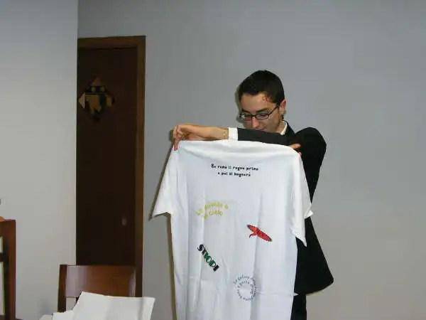 La t-shirt ufficiale