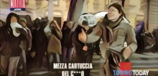 Torino, indagata la maestra che ha augurato la morte ai poliziotti: aveva in mano la birra sbagliata