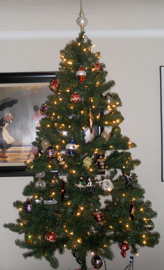 I did end up decorating the tree once Hub put it up.