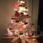 arbol-navidad-adornos-papel-madera-luces