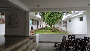 Enguayabera à Alamar : le patio désservant les salles vidéo